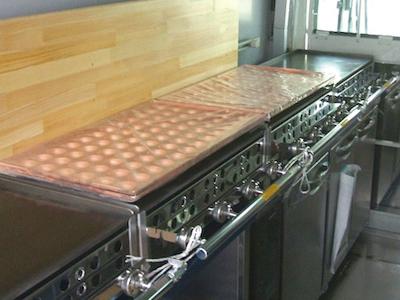 キッチンカー厨房内